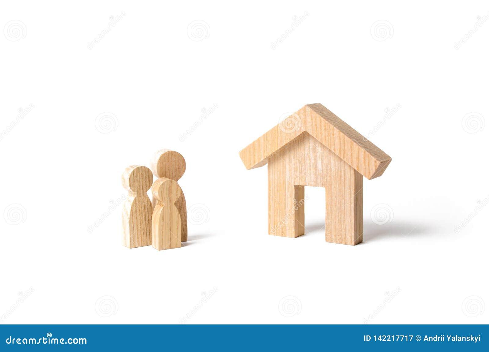 Drewniany dom i rodzina kupienia nowy domowy dotacja Do wynajęcia budynek mieszkalny, inwestycja Hipoteka i pożyczki Spokojny i w