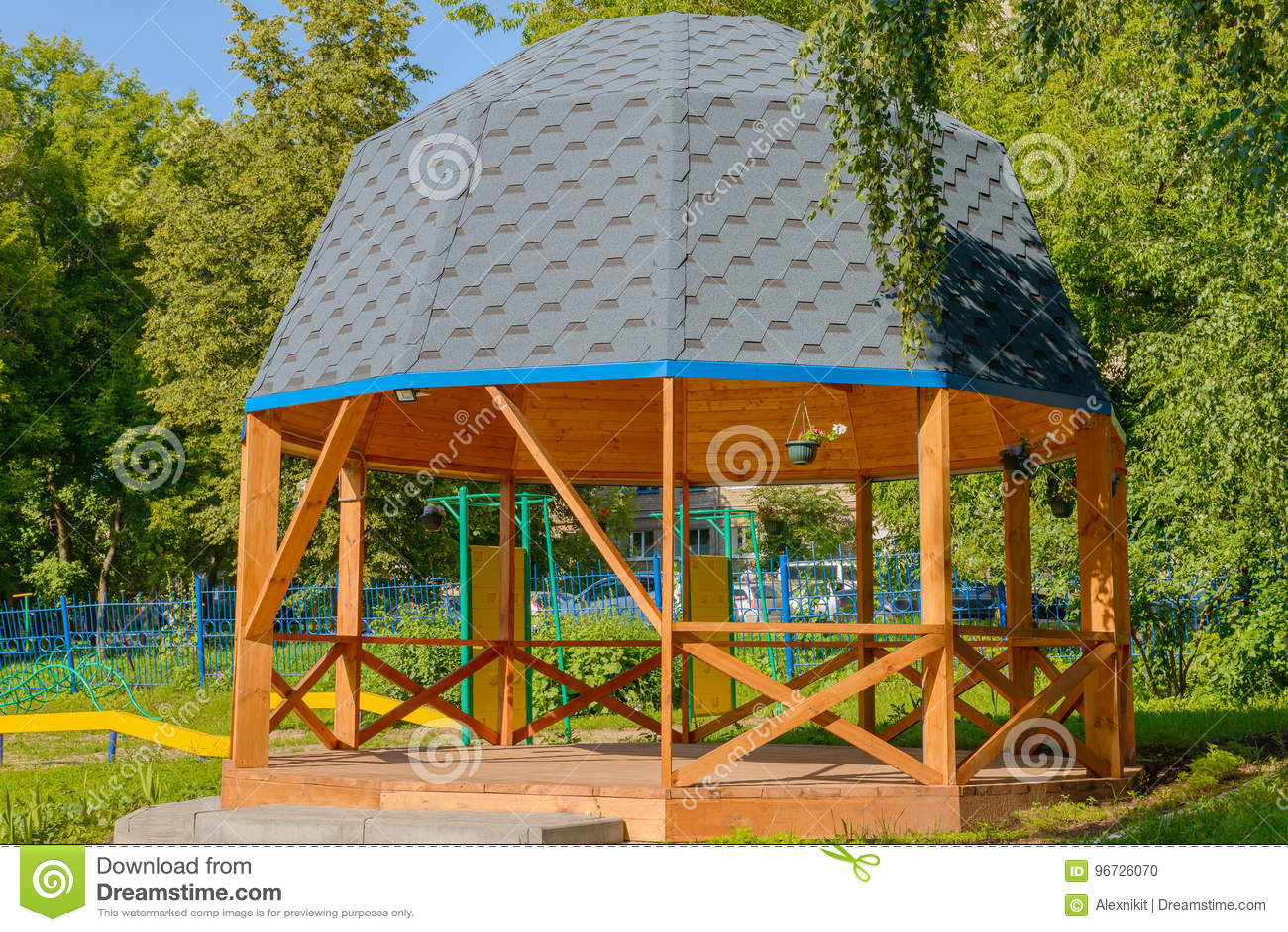 Drewniany lato dom