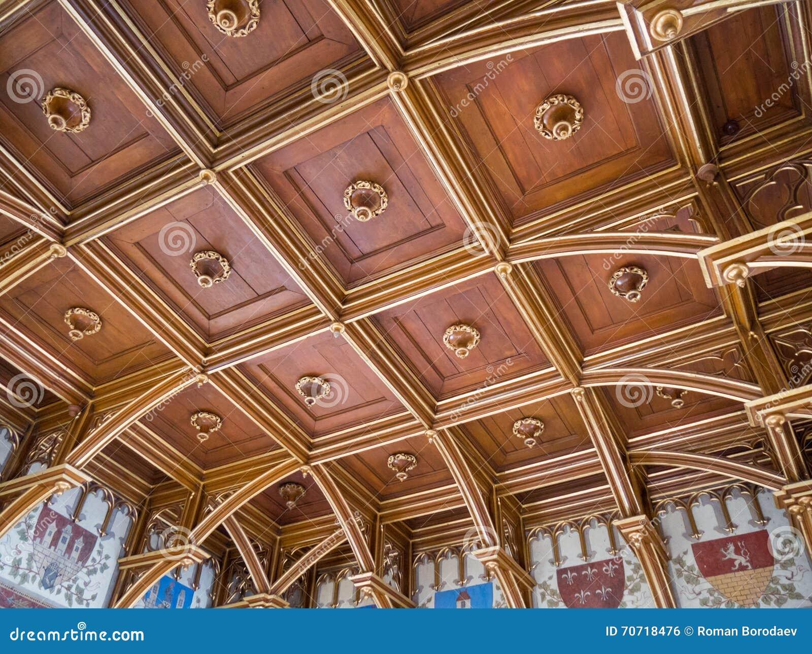 Drewniany rzeźbiący sufit w Stary Grodzki Charles mosta wierza, Praga, czech