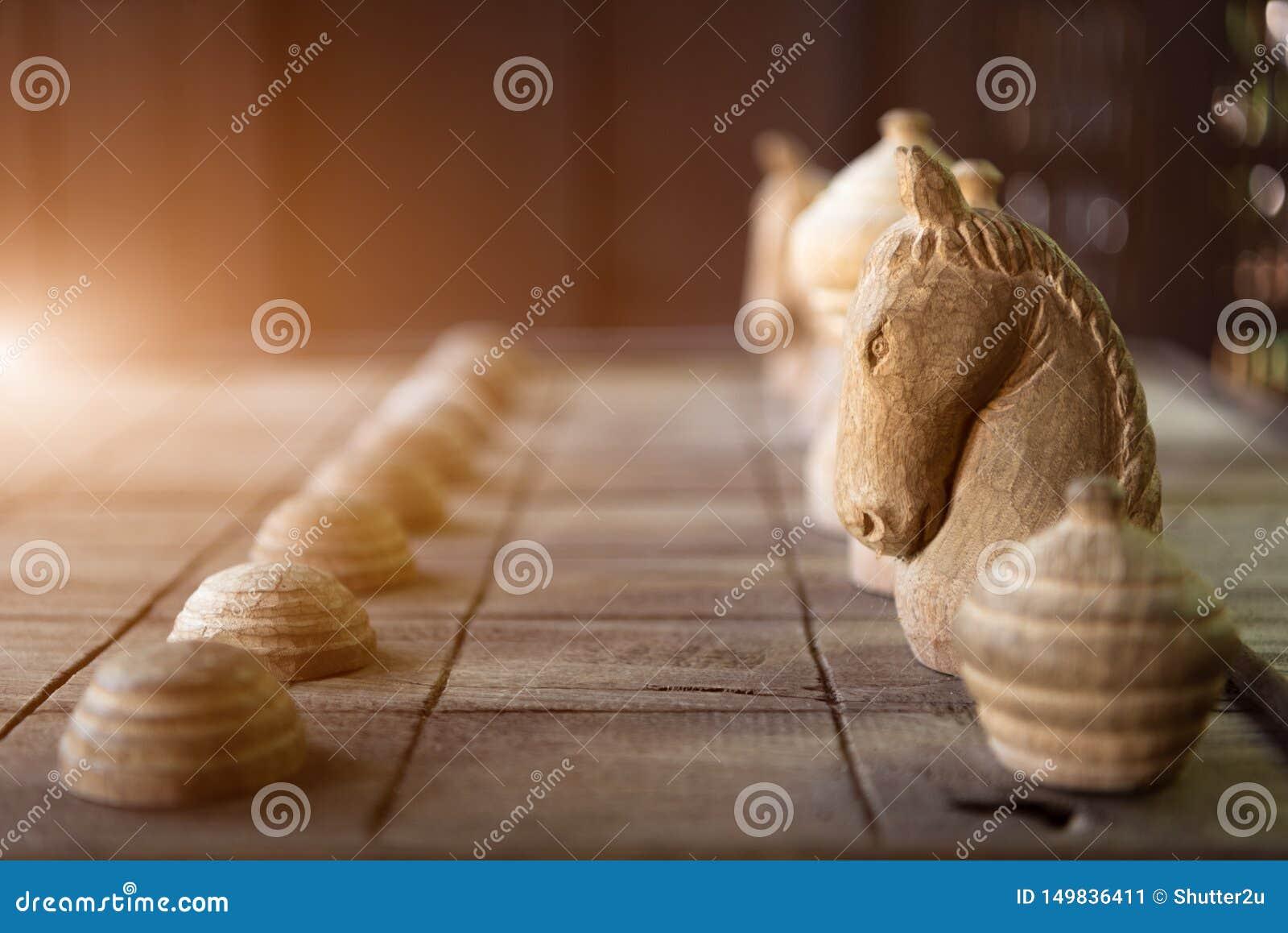 Drewniany Tajlandzki szachy na drewnianej desce Strategii i hobby pojęcie Biznesu i czasu wolnego temat