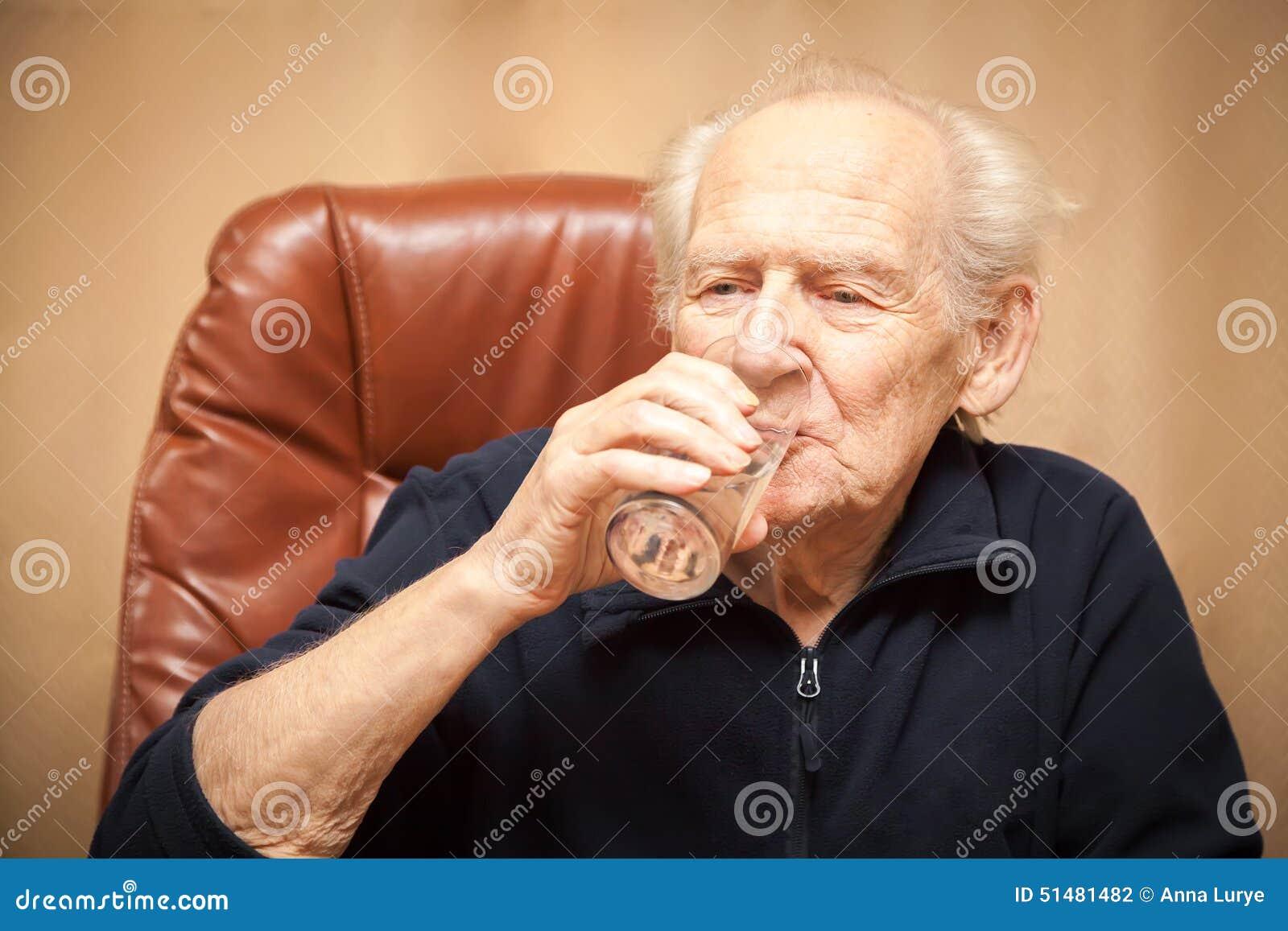 dricka gammalt vatten