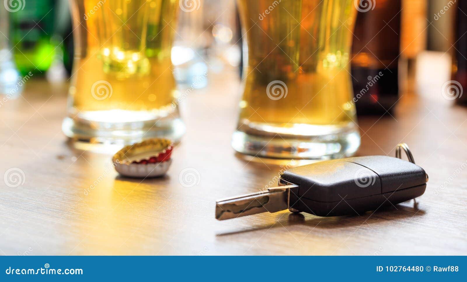 Dricka körning Biltangent på en trästångräknare