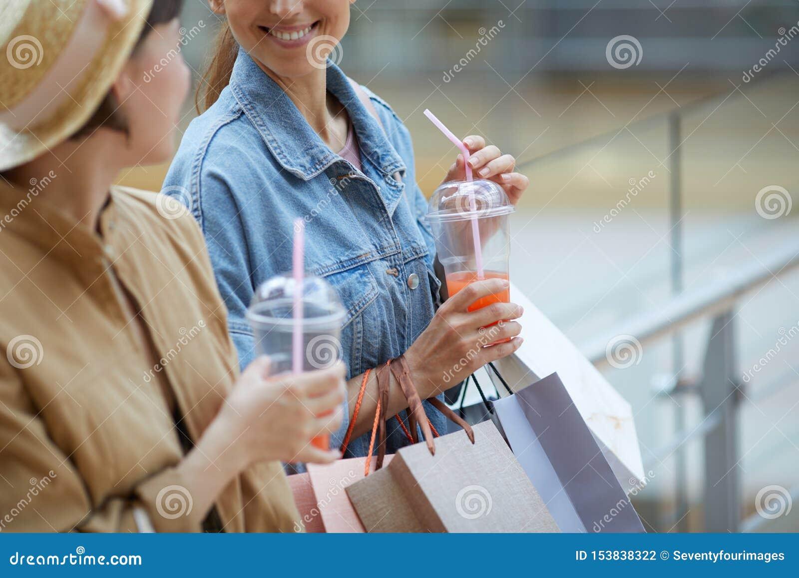 Dricka ny fruktsaft, når att ha shoppat