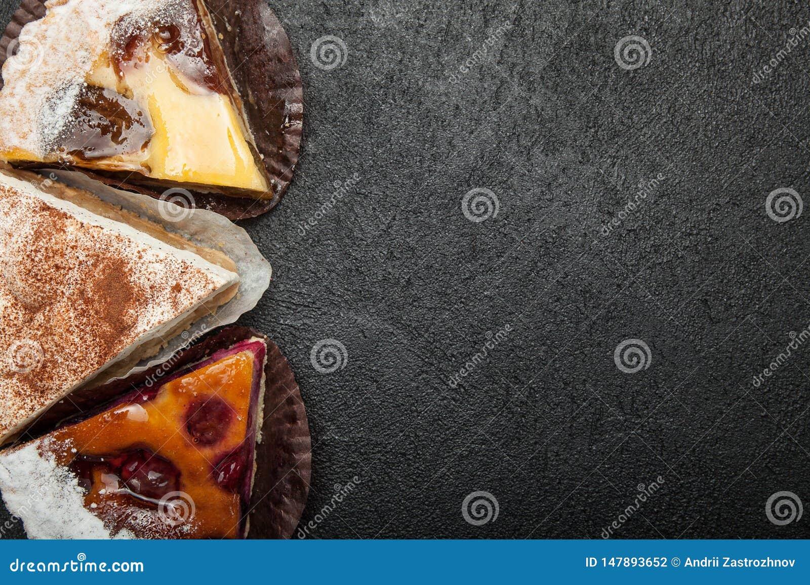 Drie eigengemaakte pastei op een zwarte lijst, exemplaarruimte