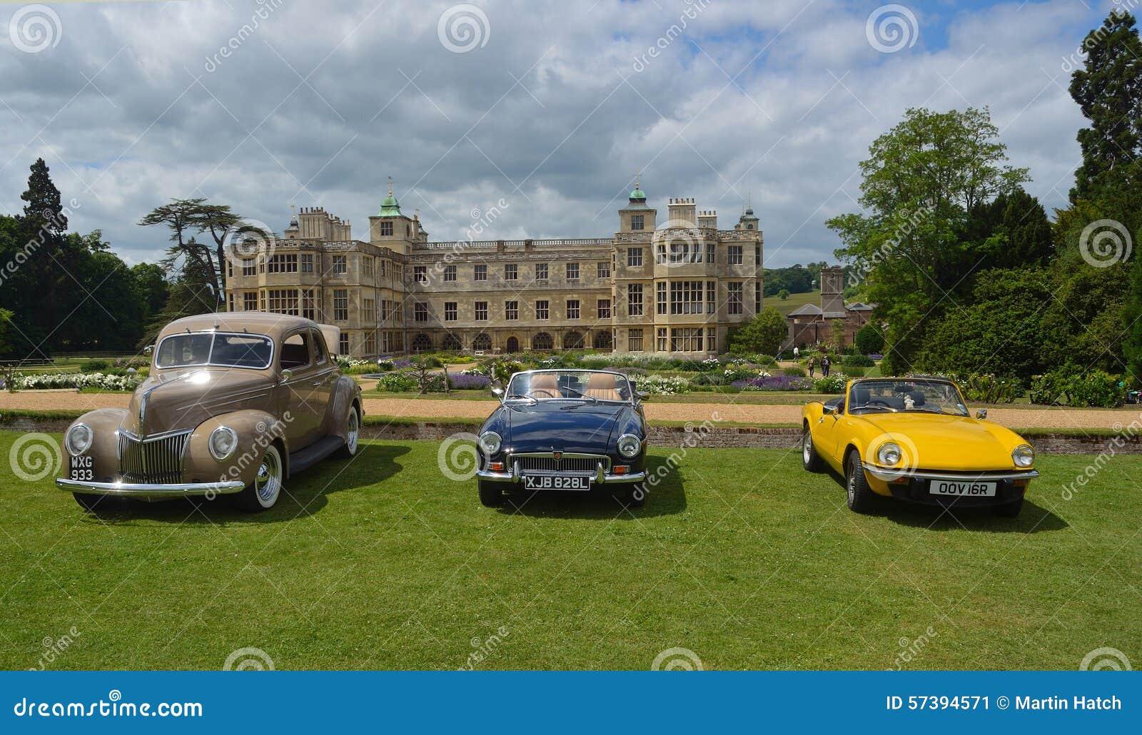 Drie klassieke auto s bij de show bij Audley-eindhuis