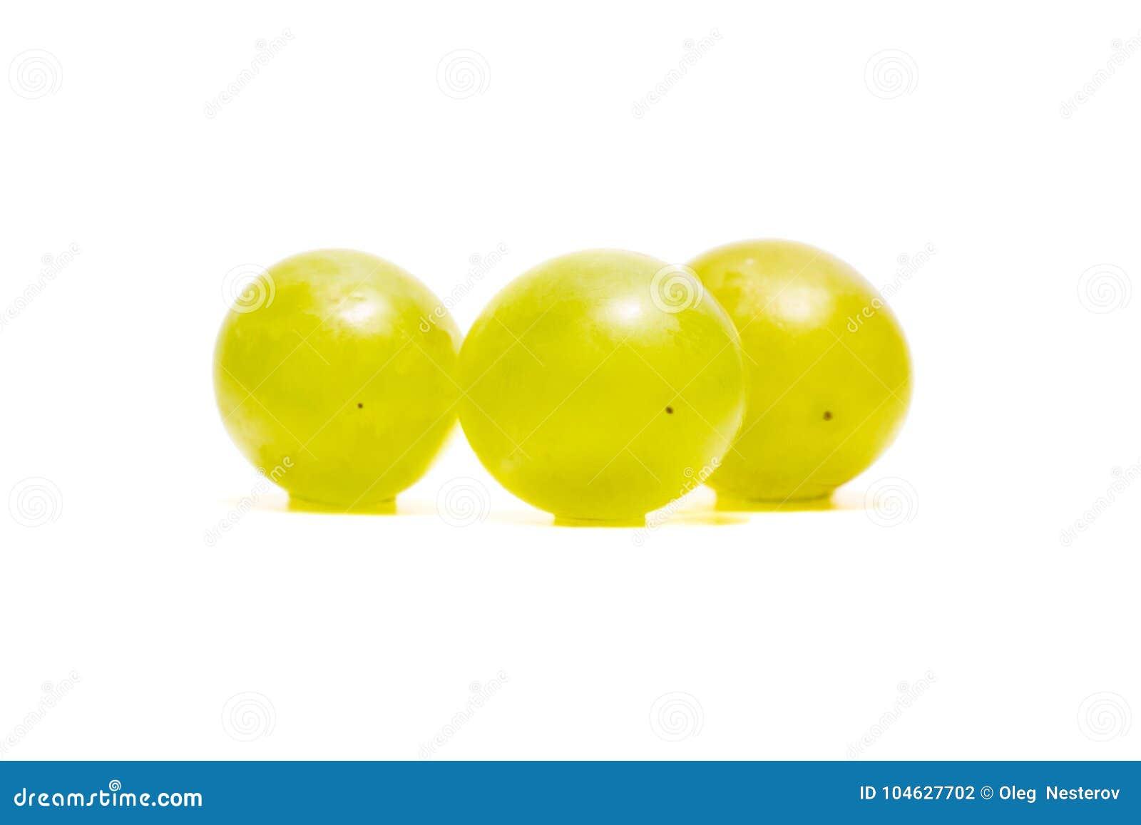 Download Drie Lichte Druiven Op Een Witte Achtergrond Stock Foto - Afbeelding bestaande uit vegetariër, gewassen: 104627702