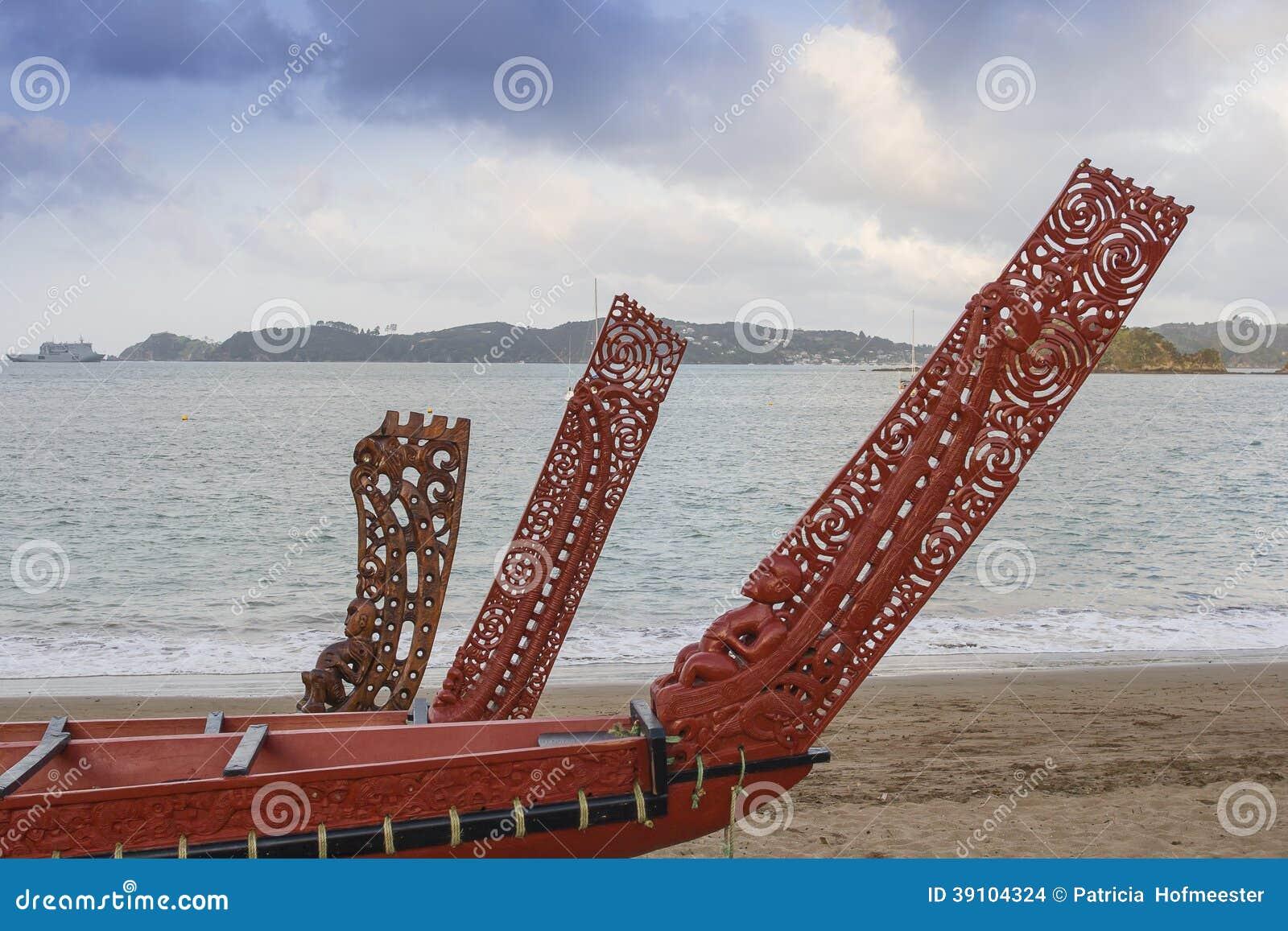 Drie prachtig houten gesneden Maoriboten
