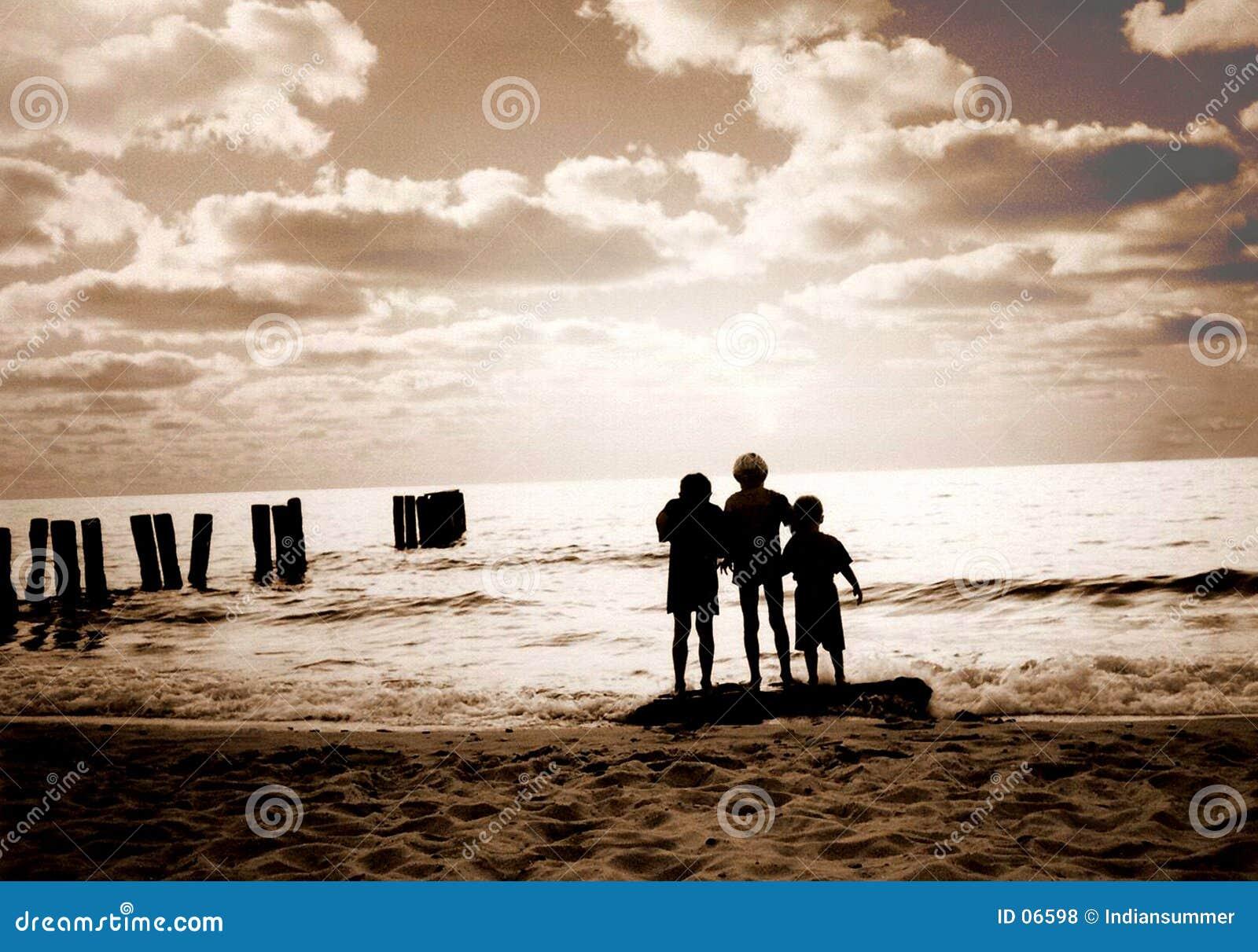 Drie vrienden op het strand