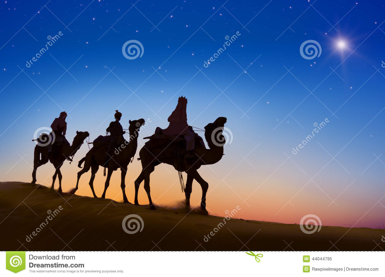 Drie Wijzen die Kameel berijden op de heuvel