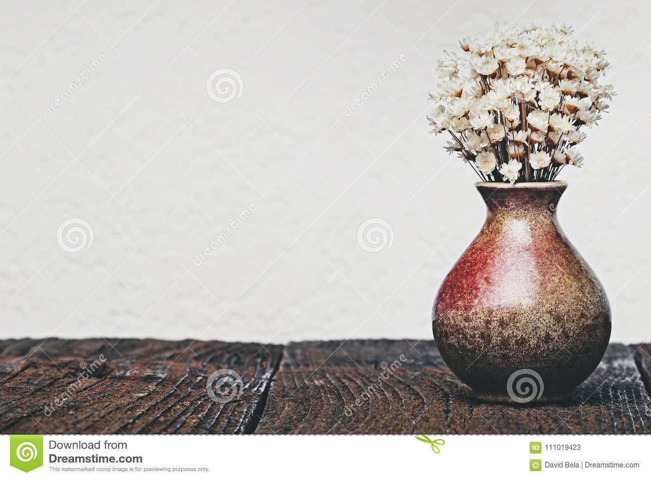 Dried flowers in the vase