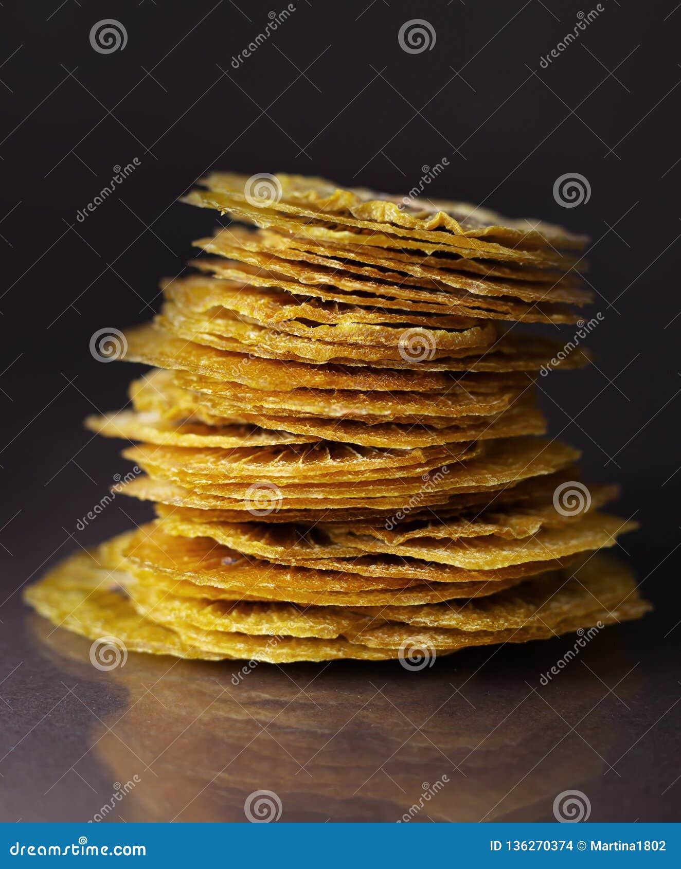 Dried kiwi slices