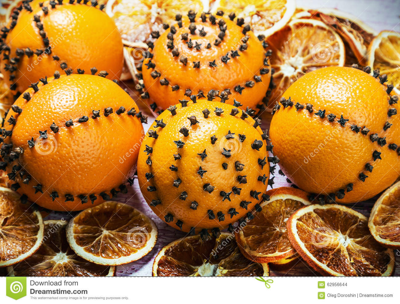 Dried oranges and oranges with cloves christmas for Baking oranges for christmas decoration