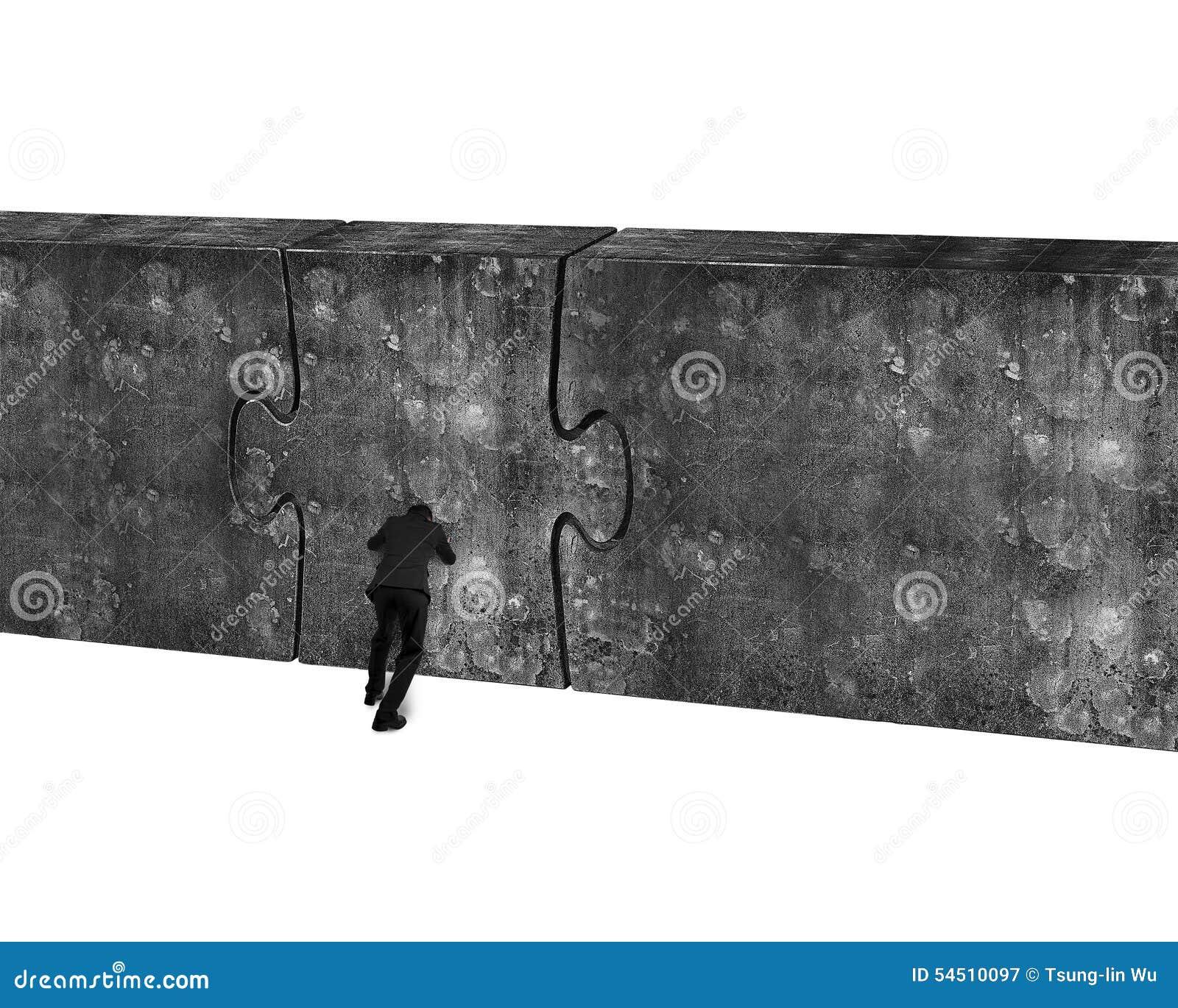 Driftig enorm pusseldörr för affärsman av betongväggen