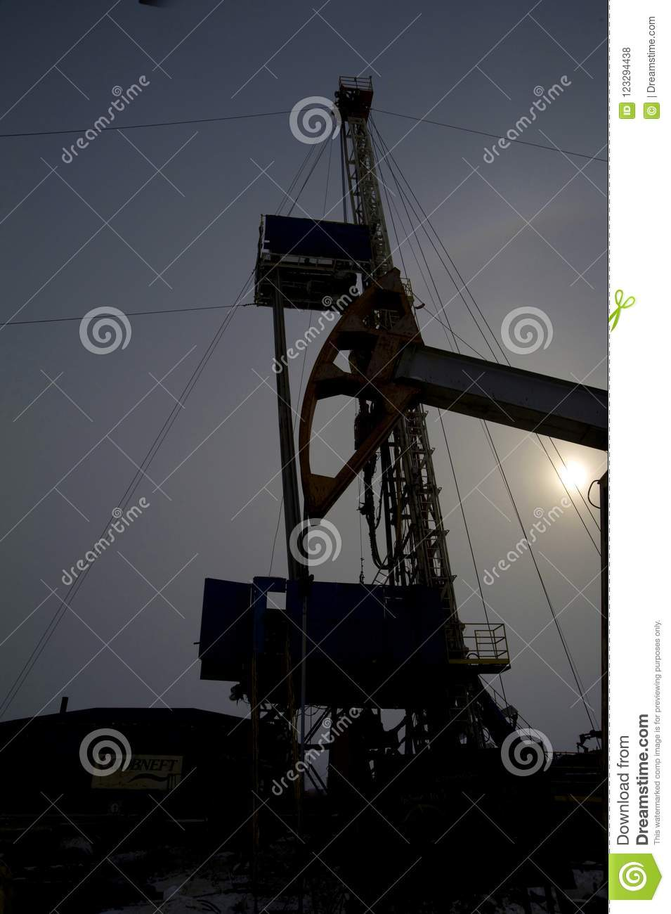 Special equipment for drilling an oil well in an oil field