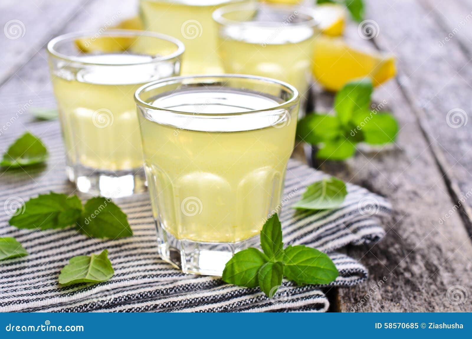 Drink av citronen
