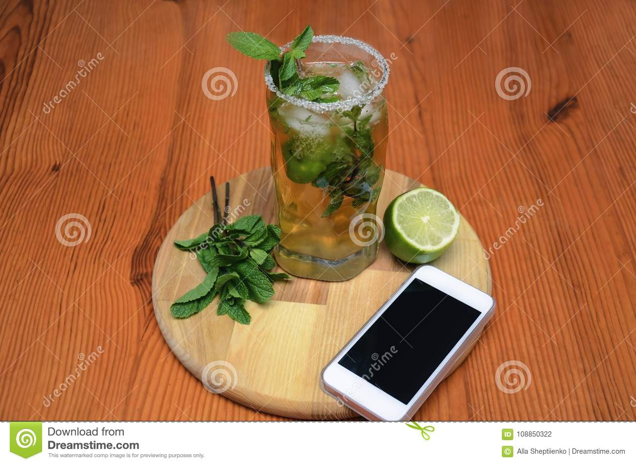 Drink with mint and lime