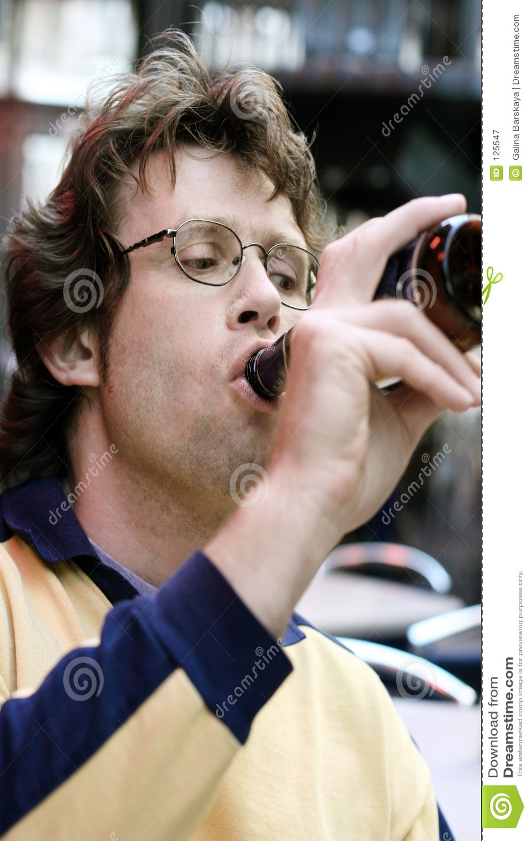 Drinkend bier