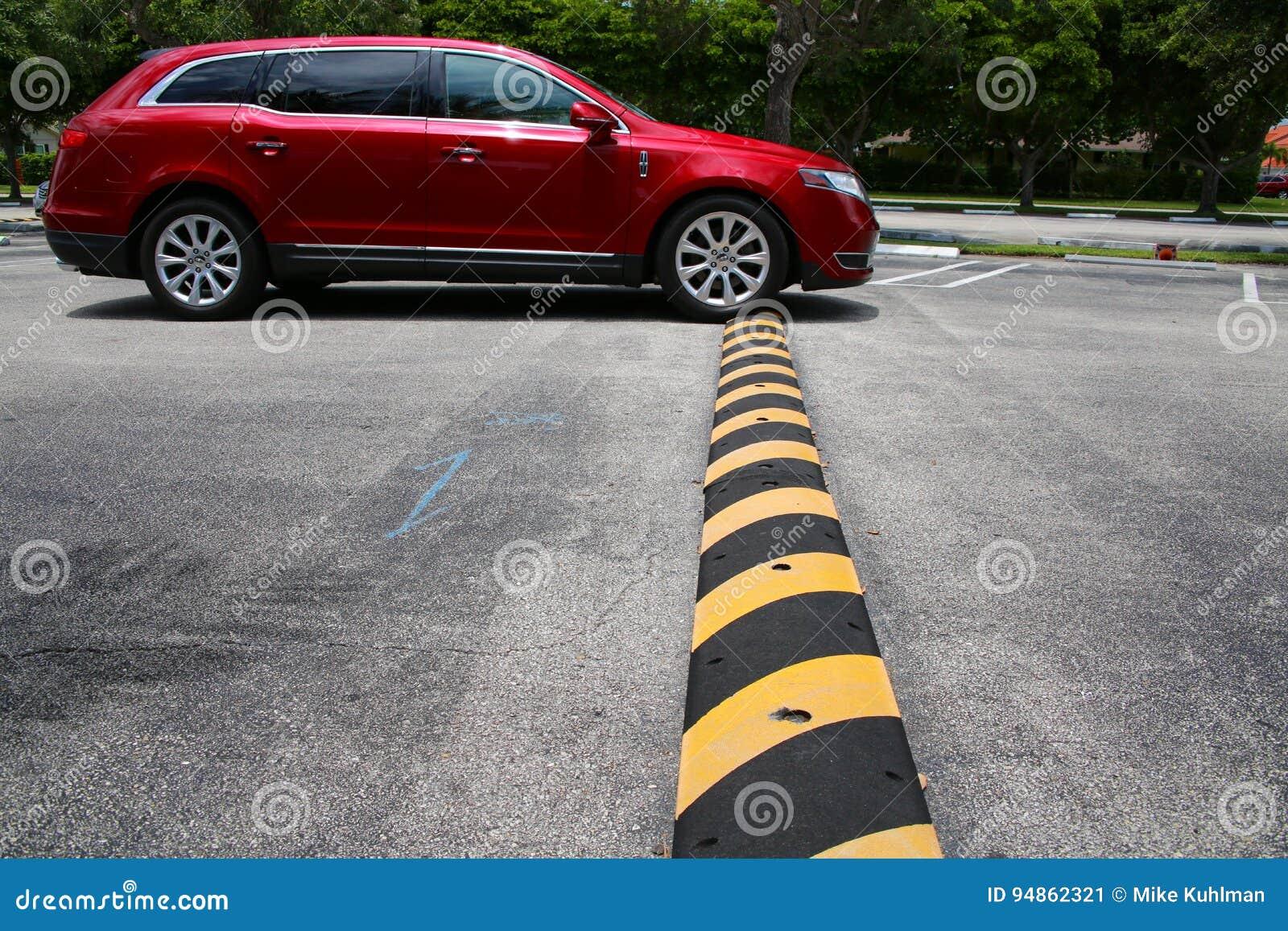Drive Minivan πέρα από την πρόσκρουση ταχύτητας