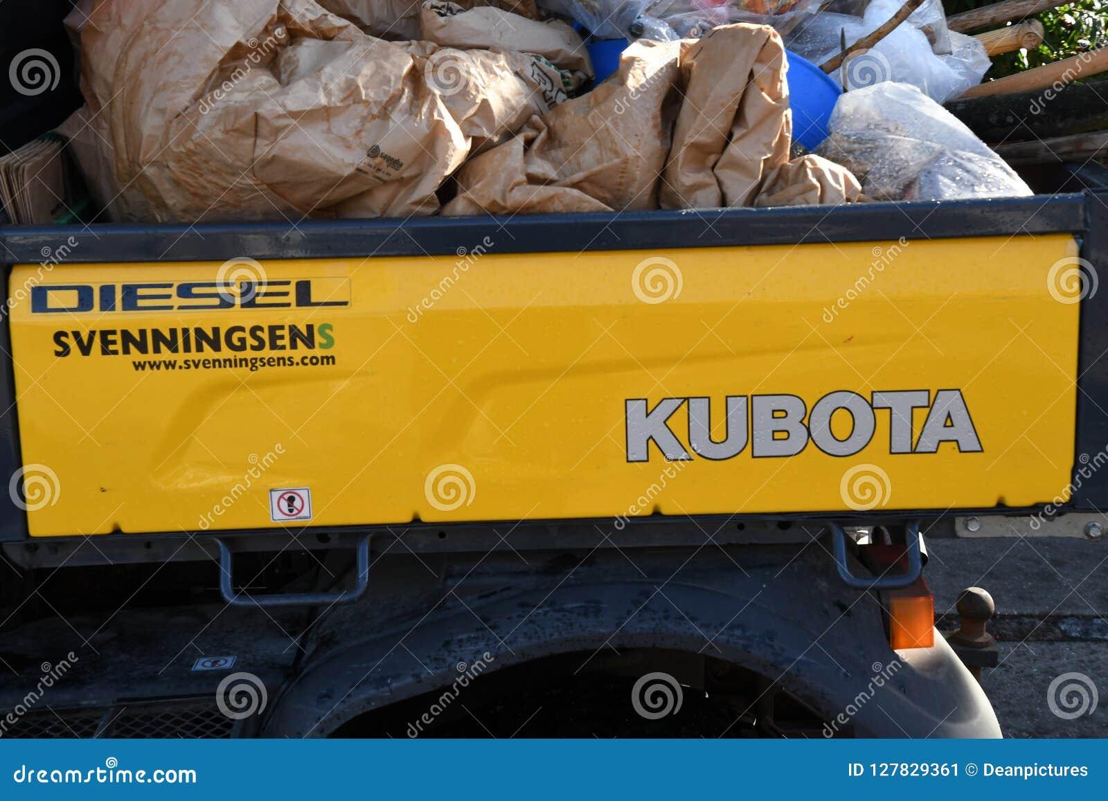 DRIVE van KUBOTA TRACKTOR OP het VERVOERafval van DIESEï ¿ ½
