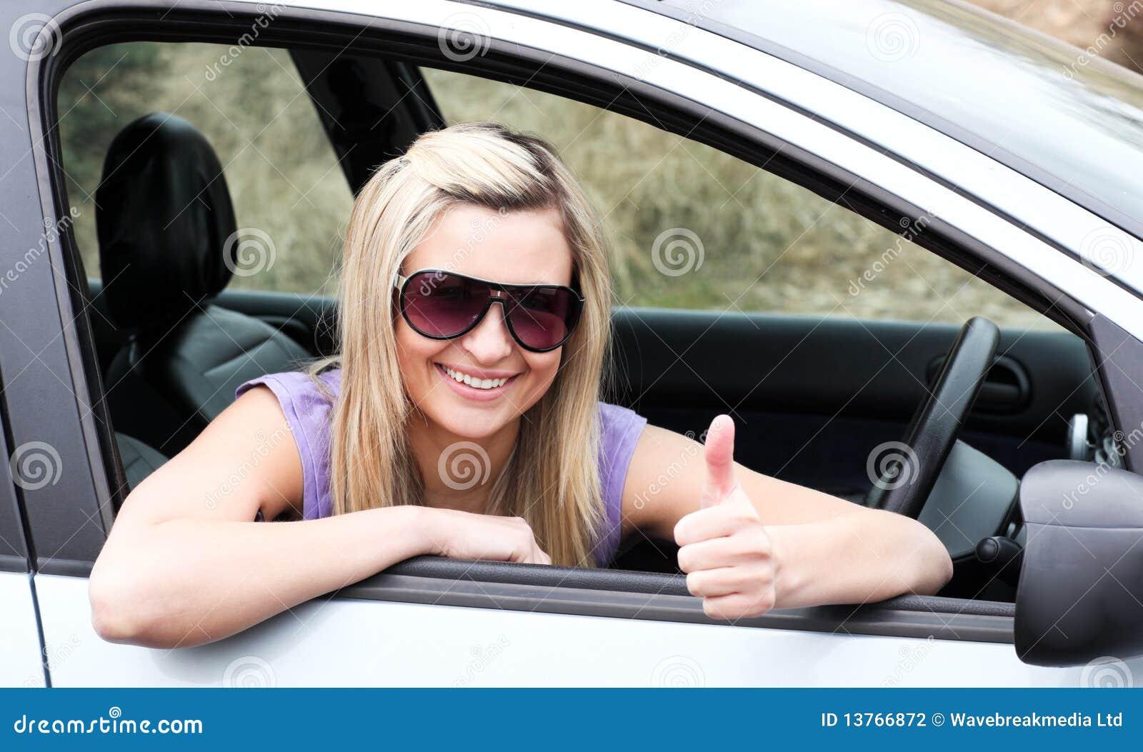 Хозяйка водитель секс, Накаченный водитель трахает свою хозяйку в машине 24 фотография