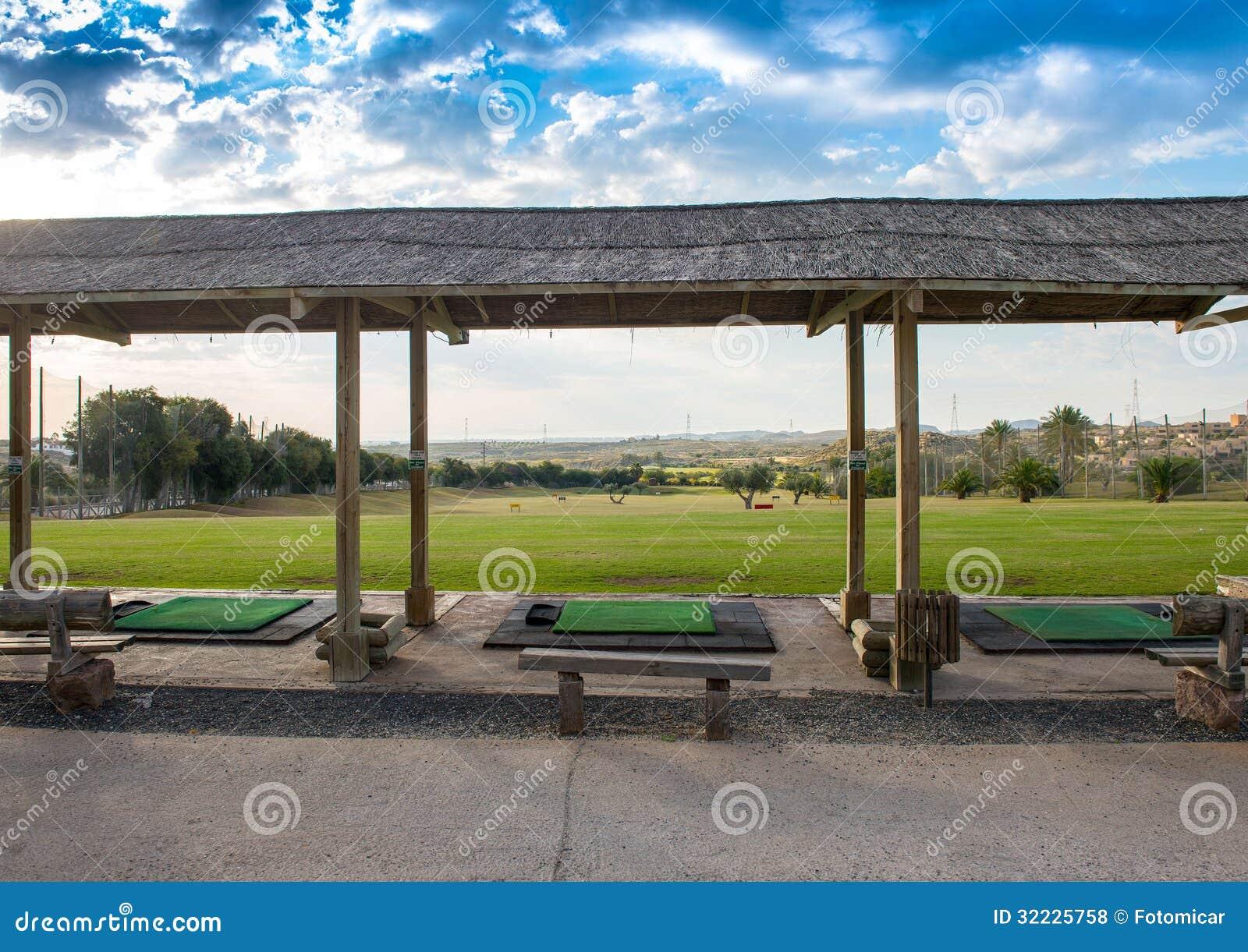 Download Driving range do golfe foto de stock. Imagem de azul - 32225758