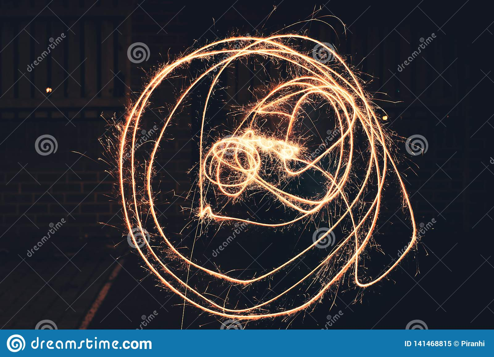 Drog cirklar ut genom att använda ett tomtebloss