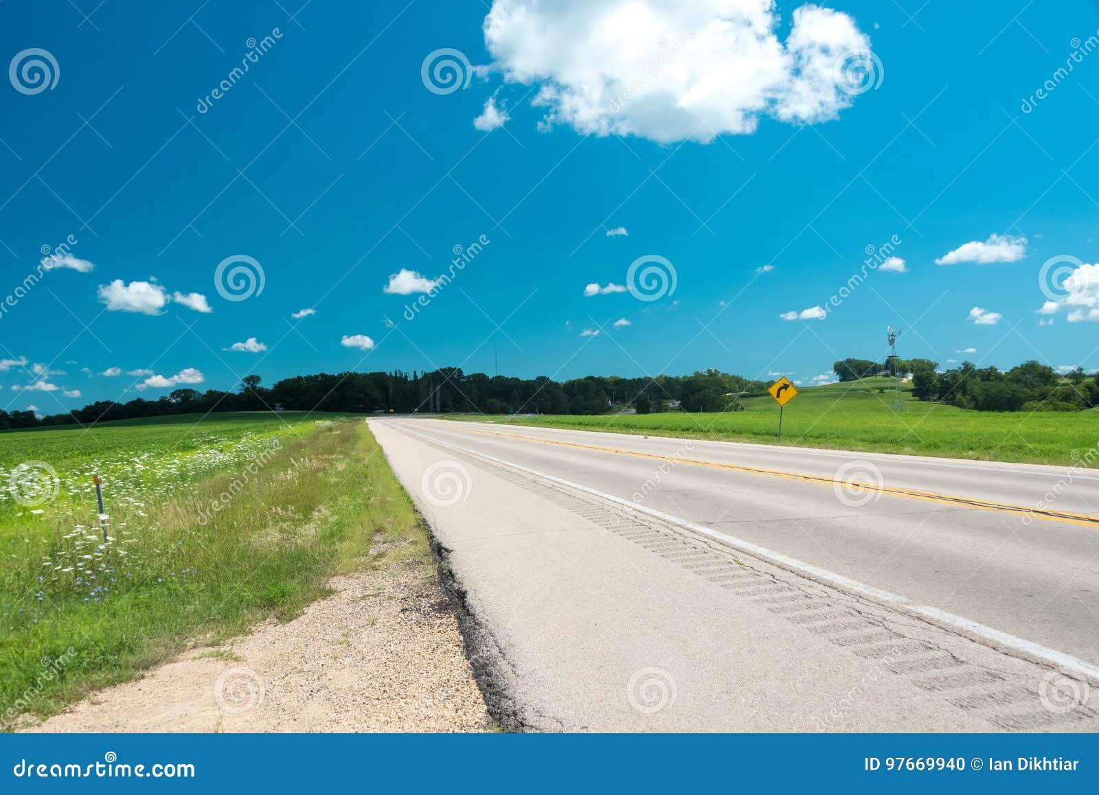 Droga na polu w Illinois kraju stronie