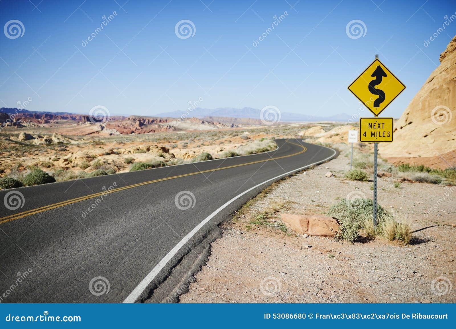 Droga w dolinie Pożarniczy stanu park