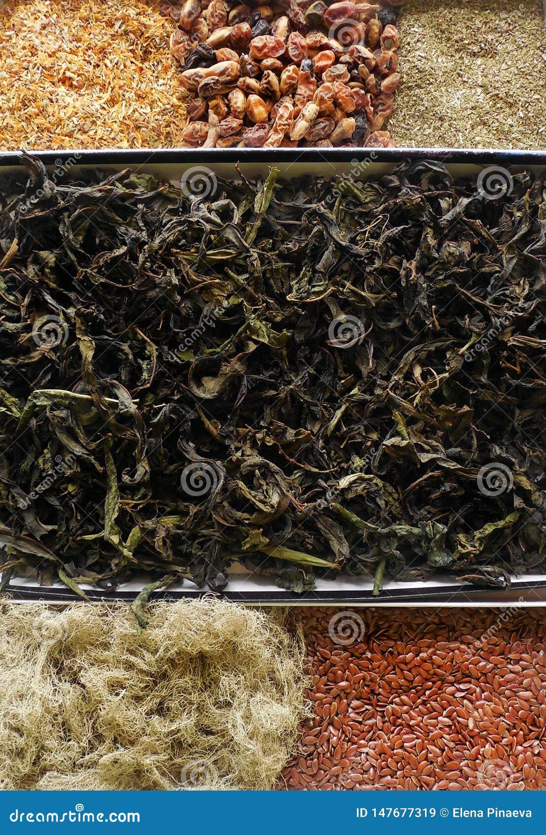 Droge kruiden, geneeskrachtig, bessen en zaden, bloemblaadjesclose-up