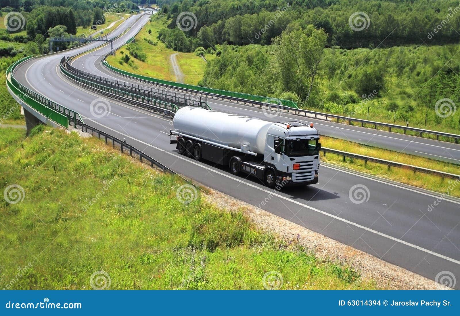 Drogowa Pyrenees halna ciężarówka Spain