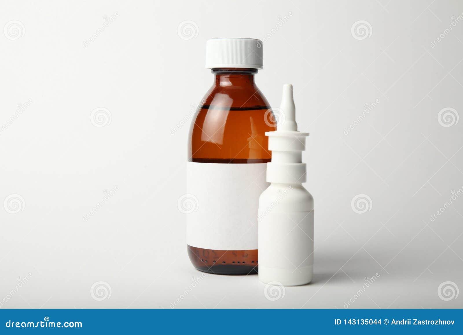 Drogues pour le virus de froid et de grippe d hiver Antibiotiques, homéopathie, pilules, jet et sirop
