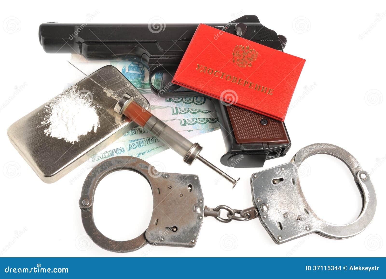 drogues syrine avec le sang pistolet menottes document d 39 identit images stock image 37115344. Black Bedroom Furniture Sets. Home Design Ideas