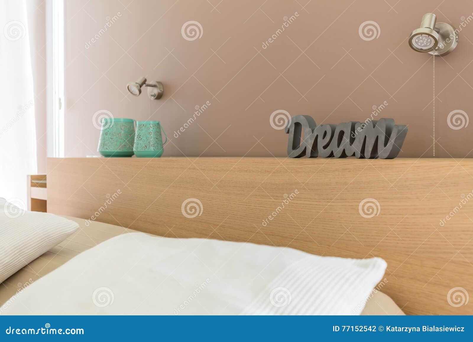 Slaapkamer Slaap Wolken : Dromerige slaapkamer in beige idee stock foto afbeelding