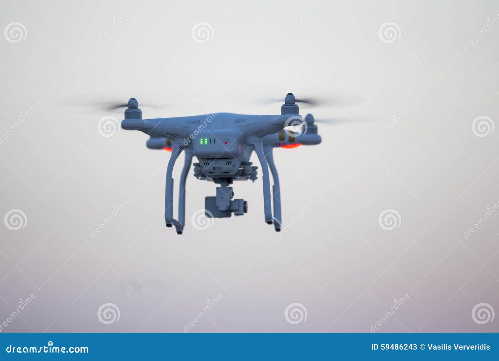 drone quadrocopter dji phantom 3 professional with high resoluti