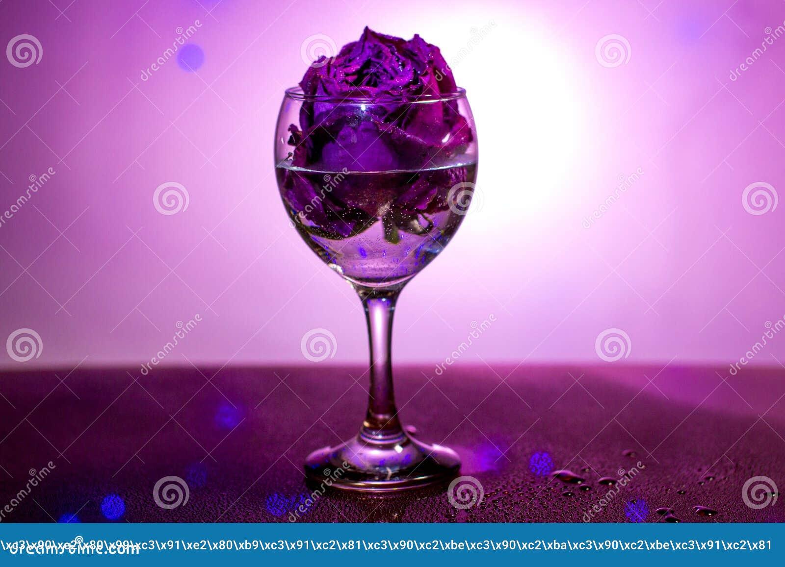 Droog nam in een wijnglas toe