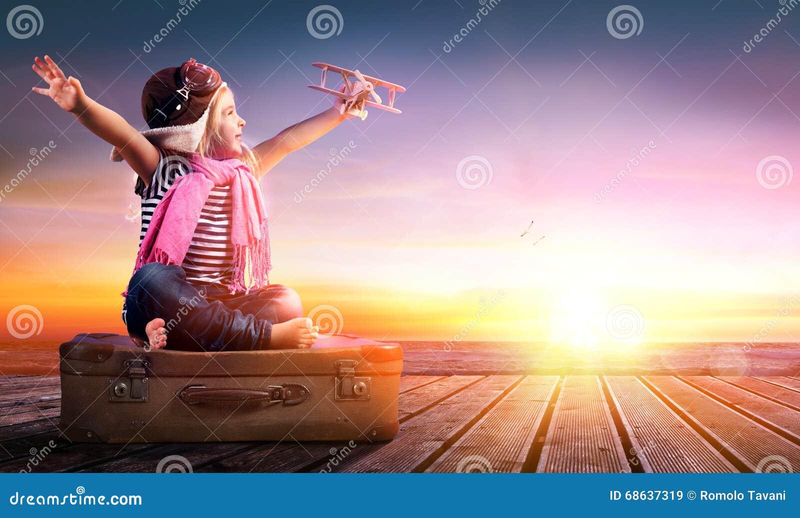 Droomreis - Meisje op Uitstekende Koffer