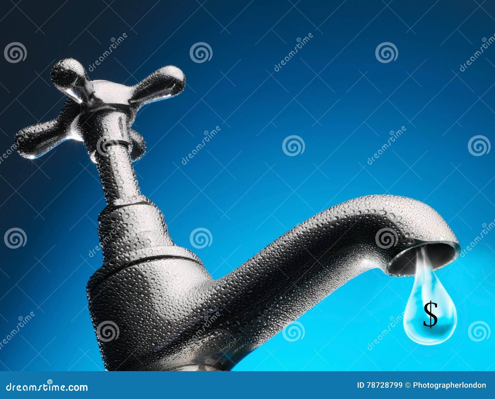 Droppe av vatten som sipprar från klappnärbild