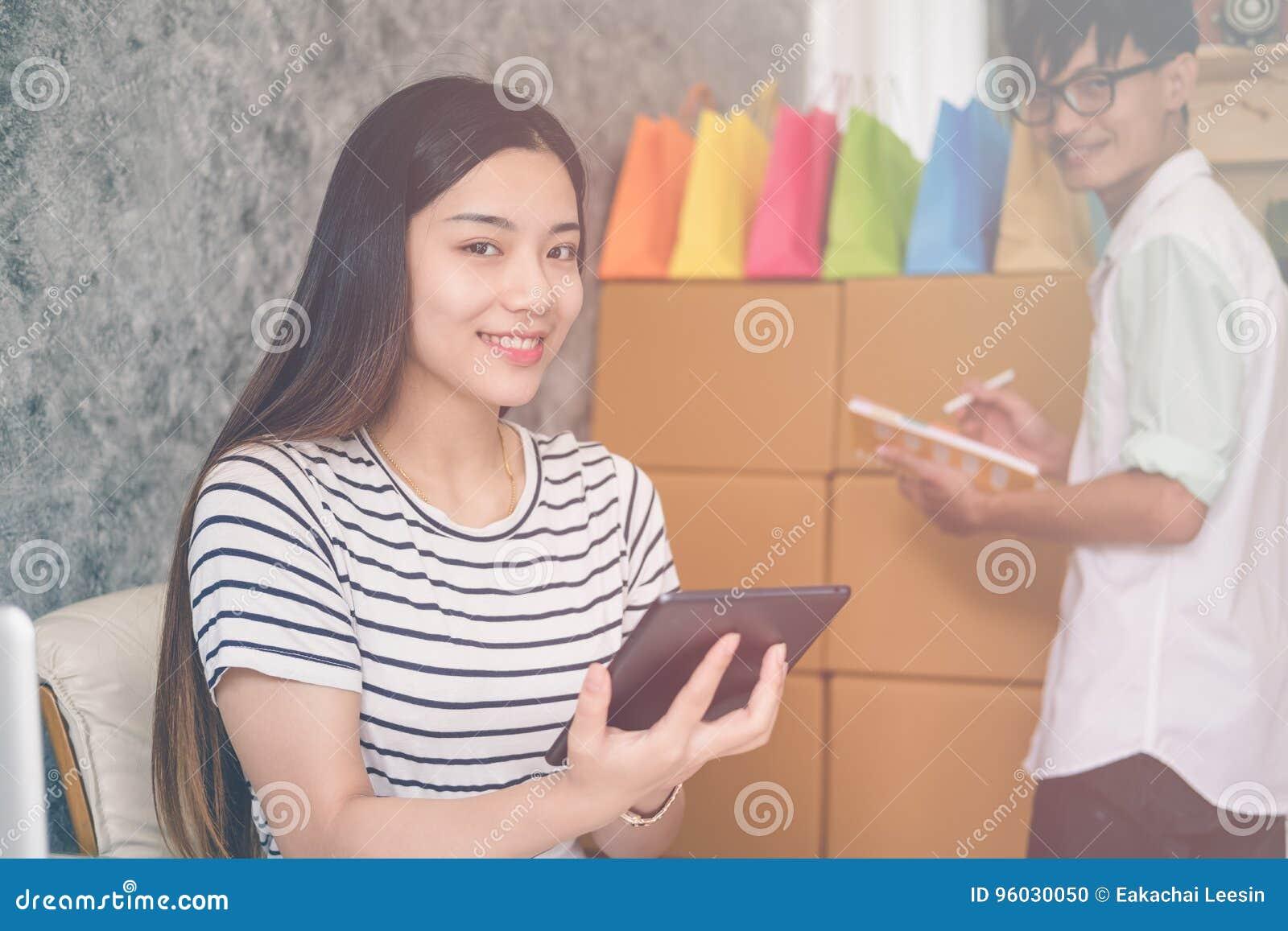 Drużyna biznesowa osoba pracuje wpólnie