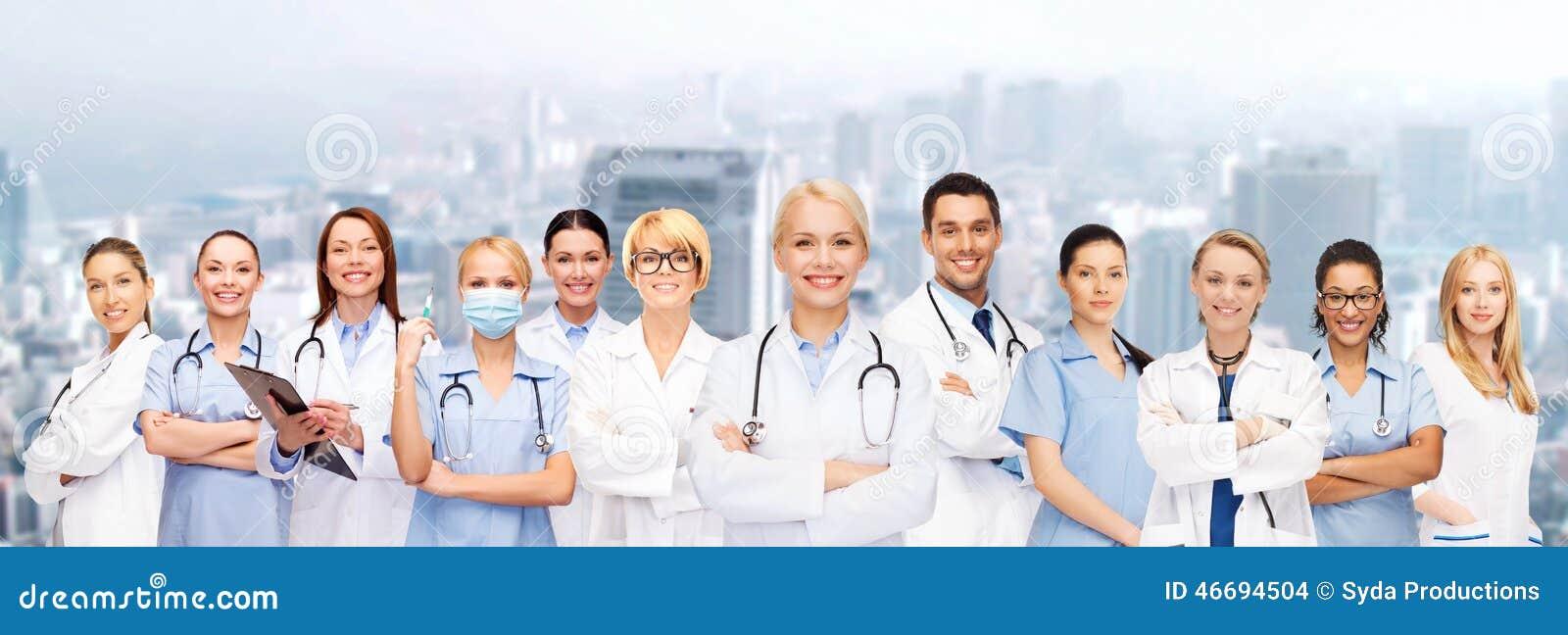 Drużyna lub grupa lekarki i pielęgniarki
