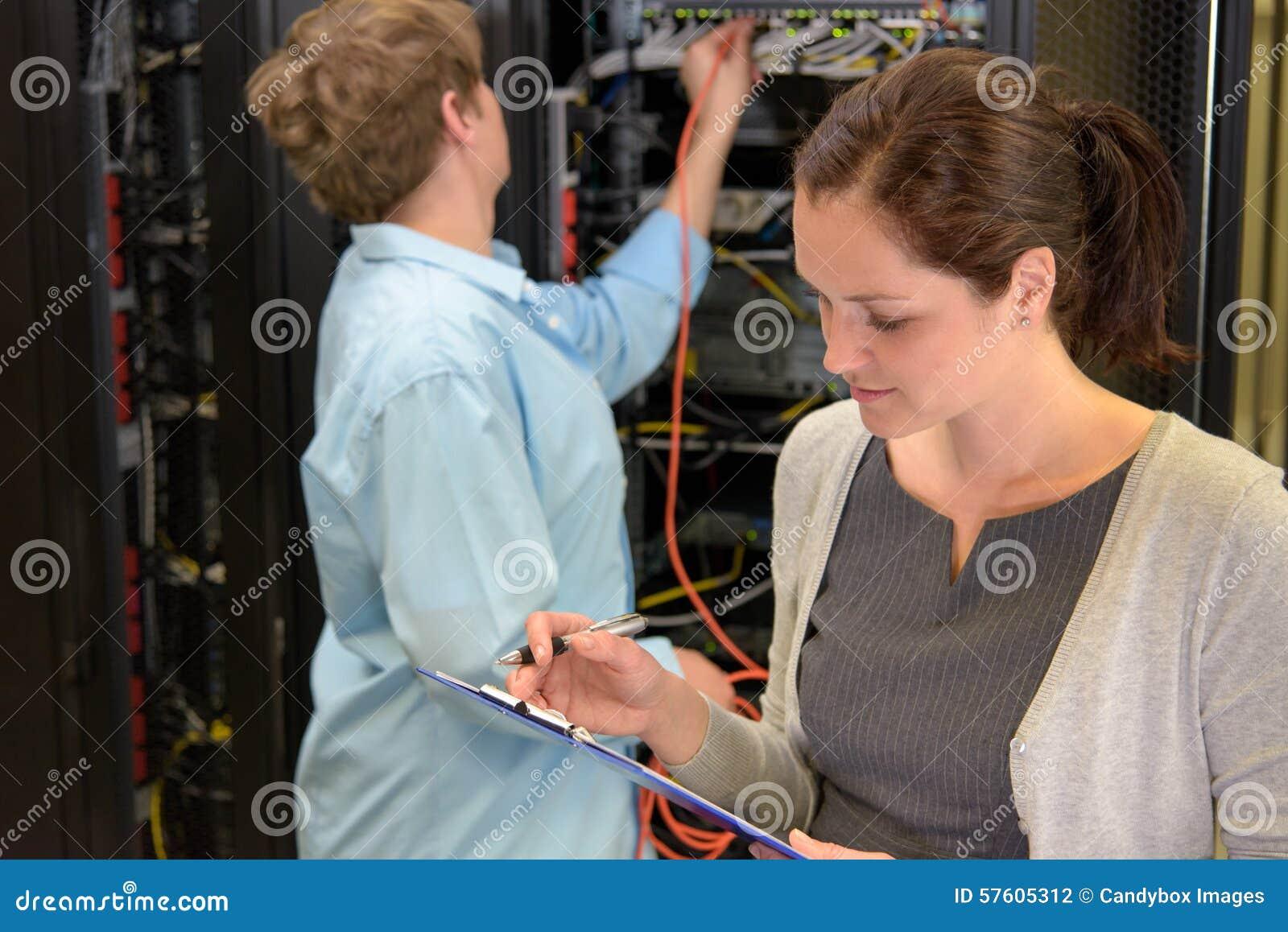 Drużyna sieć technik w datacenter