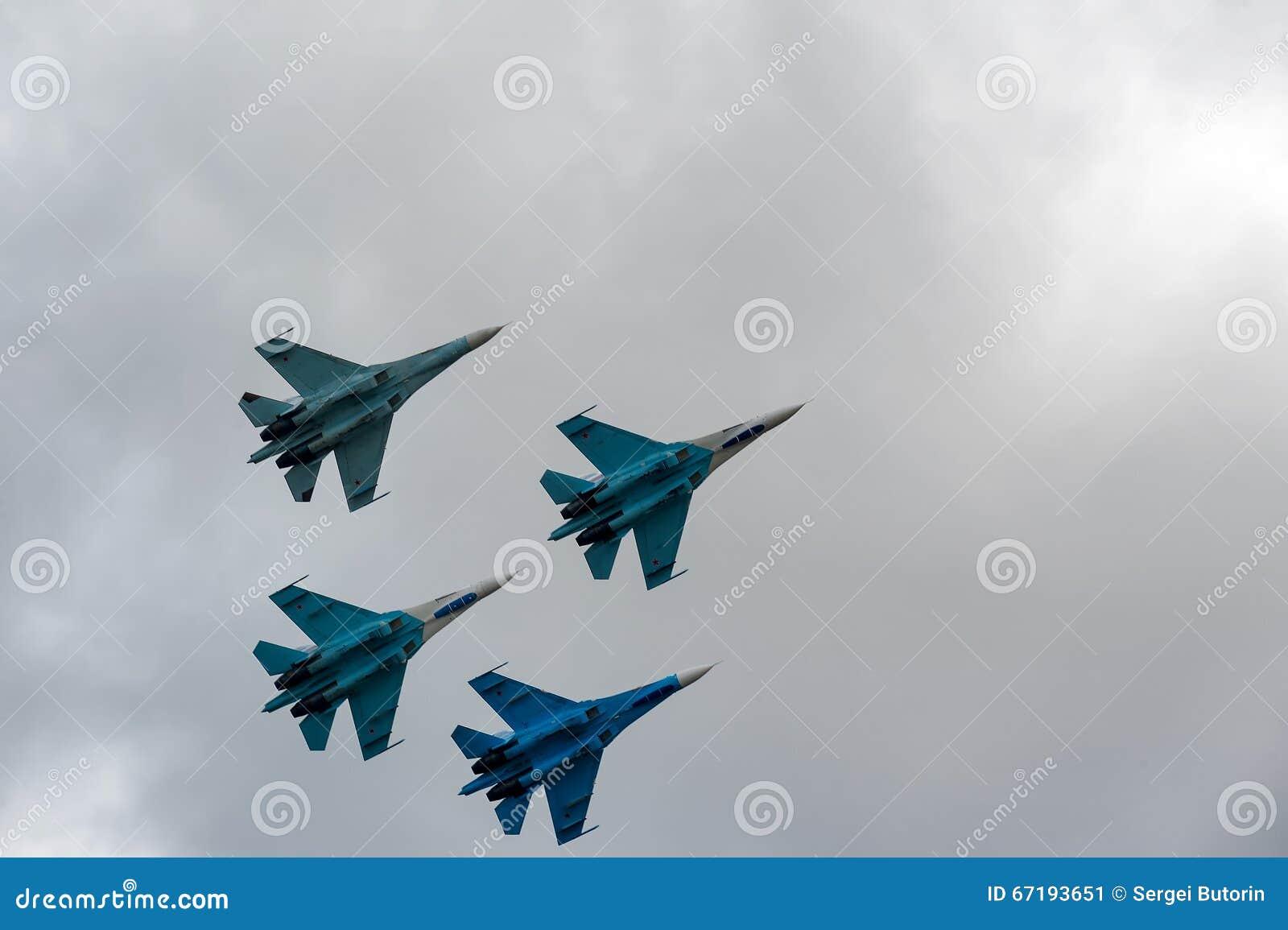 Drużynowy lot rosyjska loci drużyna na SU-27