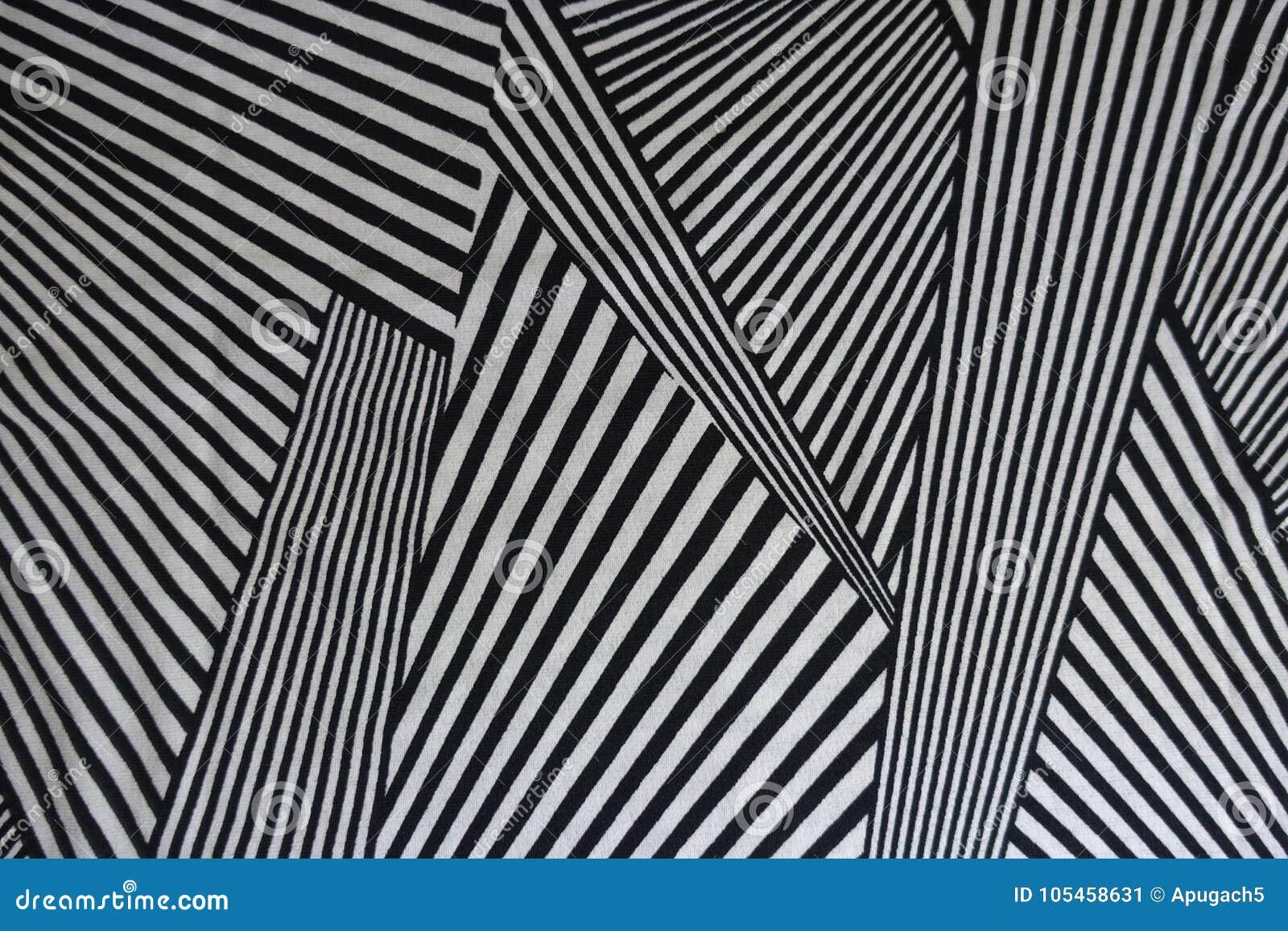 Druck von Schwarzweiss-Linien auf Gewebe