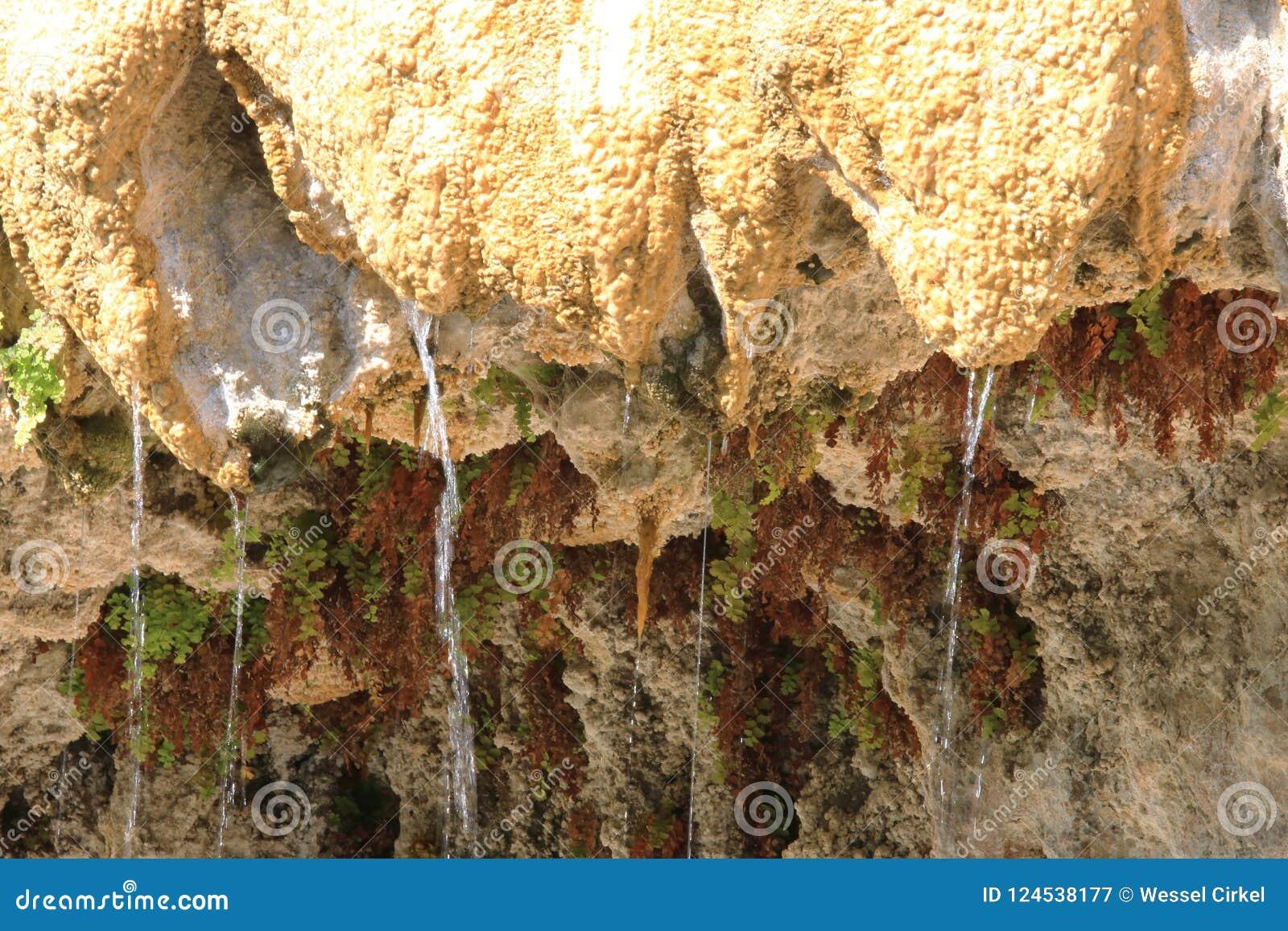 Druipende Versteende Fontein van Réotier, Hautes-Alpes, Frankrijk