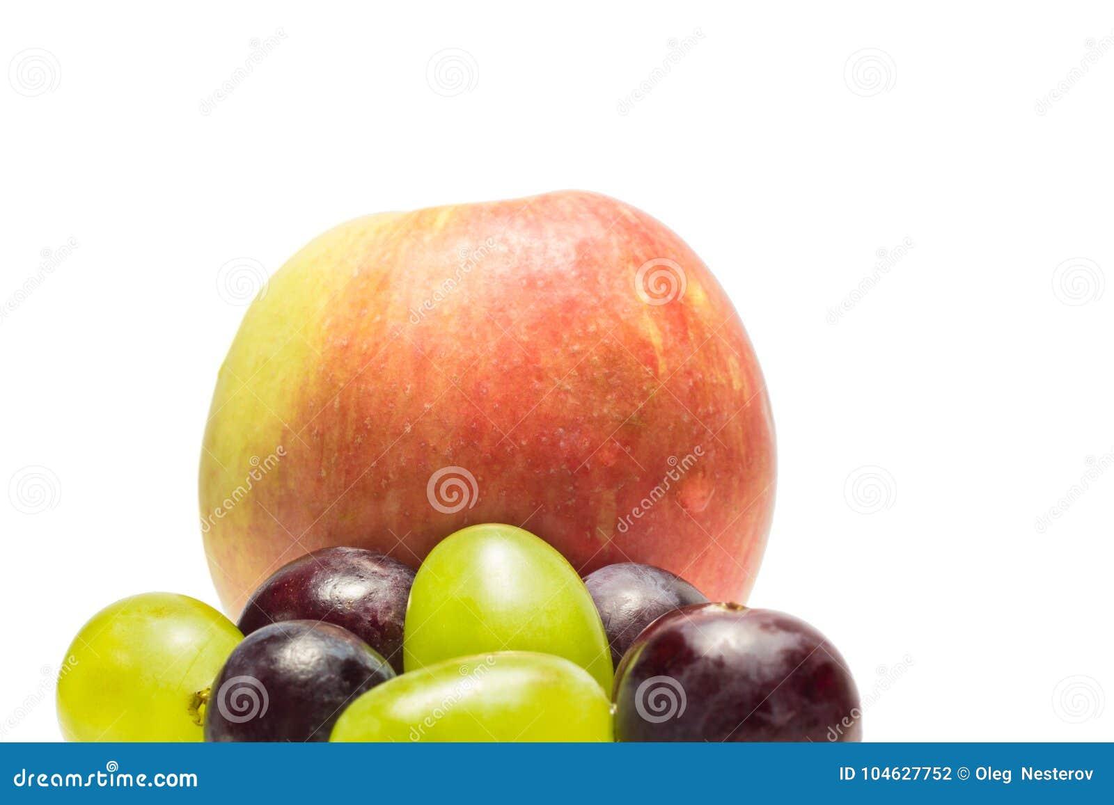 Download Druiven En Een Appel Op Een Witte Achtergrond Stock Foto - Afbeelding bestaande uit calorie, zoet: 104627752