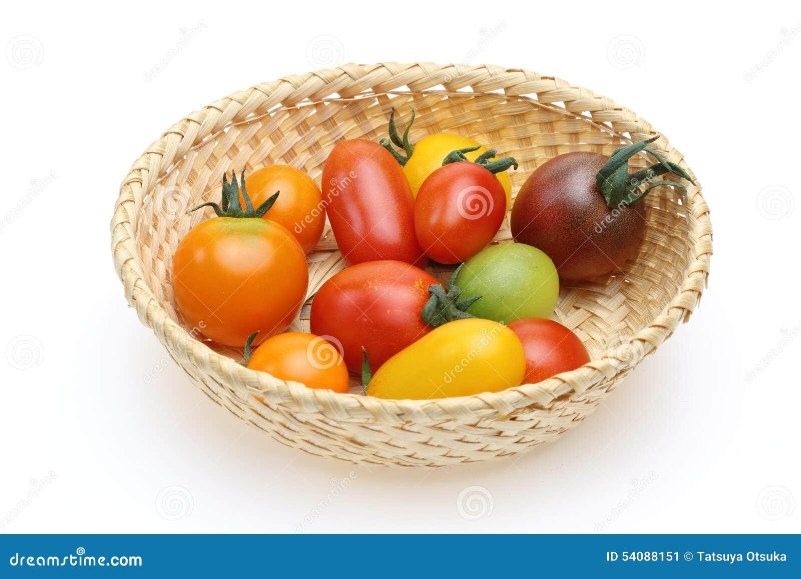 Druiventomaten in een mand
