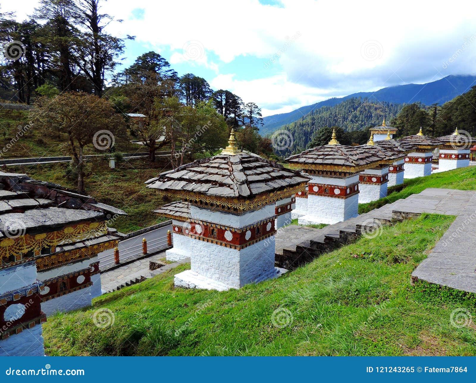 Druk在Dochula通行证,不丹的Wangyal Chortens