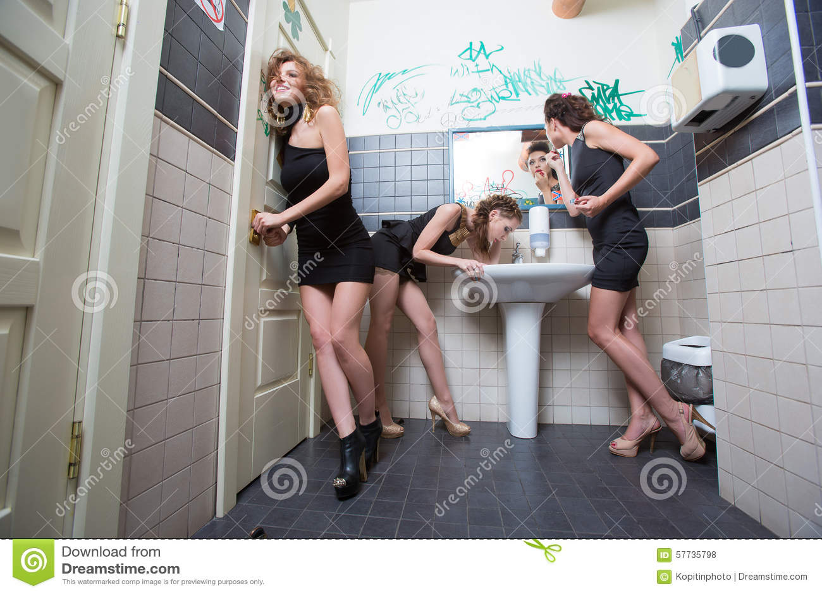 Девушки фото красивые в туалете