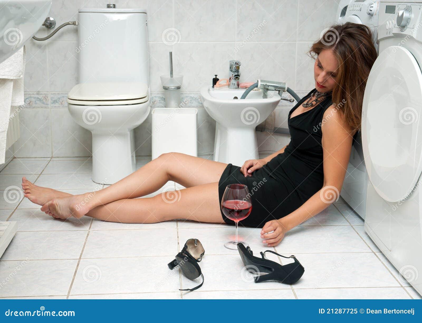 Сильно пьяная женщина 24 фотография
