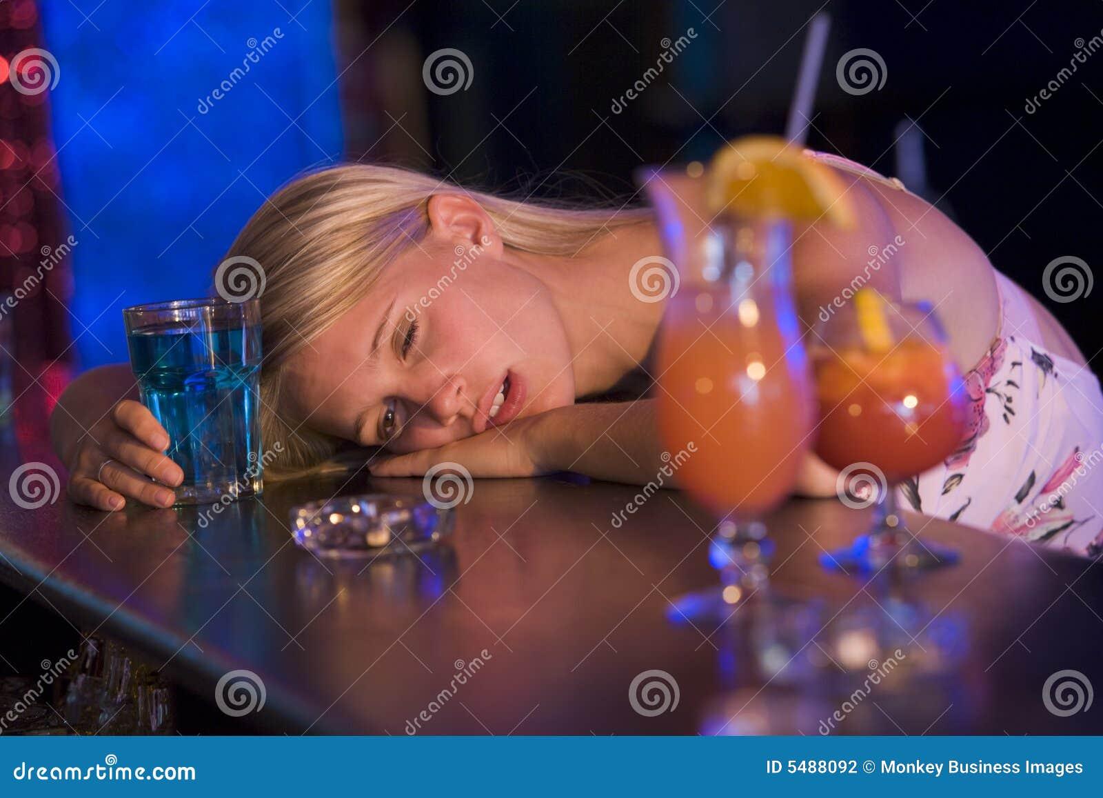 Пьяная тётя онлайн, Пьяные Порно, смотреть видео ебли с Пьяными Бабами 27 фотография
