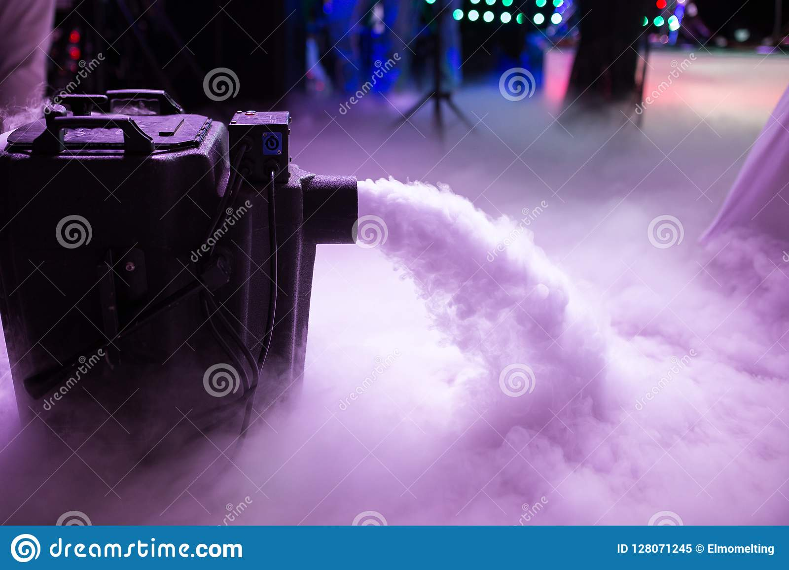 Dry Ice Low Fog Machine With Hands On For Wedding First Dance In